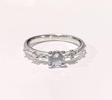 Bilde av 1106WG Shine Ring - hv.gull med hvit safir og dia 0,06 ct str 56